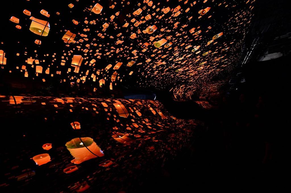 Инсталляция «водопады LG OLED» впечатляет посетителей CES